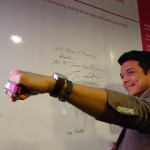 Kapamilya actor Jericho Rosales flashes the ICanServe awareness band, supporting the foundation's advocacy: early breast cancer detection.