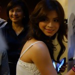 """Kapamilya actress Angel Locsin signs the ANC Pledge Wall and gives ICanServe's early breast cancer detection advocacy a push by saying, """"Women should get their annual check up to fight breast cancer! Go, go, go!"""" Looking on is ICanServe chairman Libet Virata."""