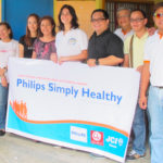 Philips country head Fabia Bueno-Tetteroo (center) led the activity as part of the Philips Simply Healthy Program, in partnership with ICanServe and the local government of Davao City