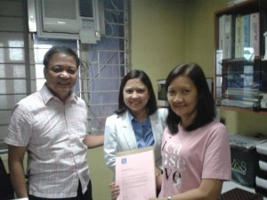 ICANSERVE volunteer Tina Gutierrez (right) presents a letter of appreciation to Capitol Medical Center Radiology Department Chairman Benigno R. Santi II, MD, FPCR (left) and Dr. Gina Macaraeg (center).